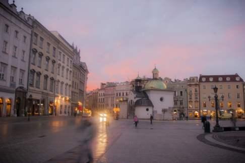 Le Rynek Główny de Cracovie, au lever du soleil