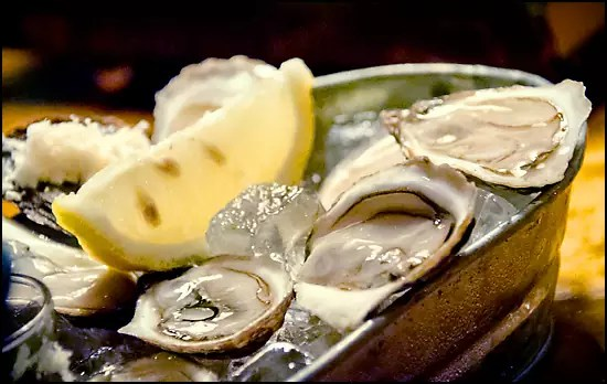 L'Orignal retains its fabulous oyster selection and increases the capacity of its bar, where patrons congregate for drinks and bivalves. - Restaurant Vieux Montreal