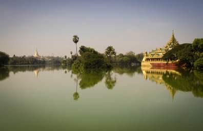 Burma Travel: Kandawgyi Lake