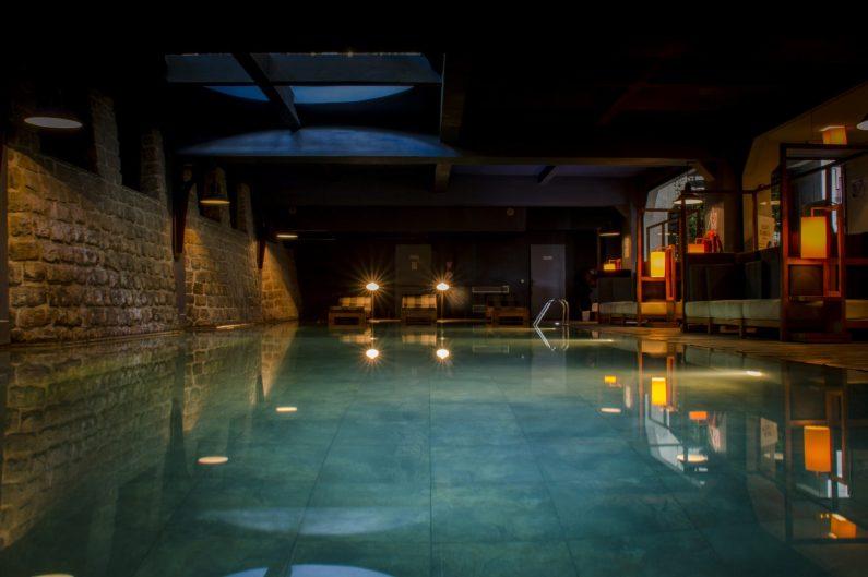 La piscine de l'hôtel le Louvre