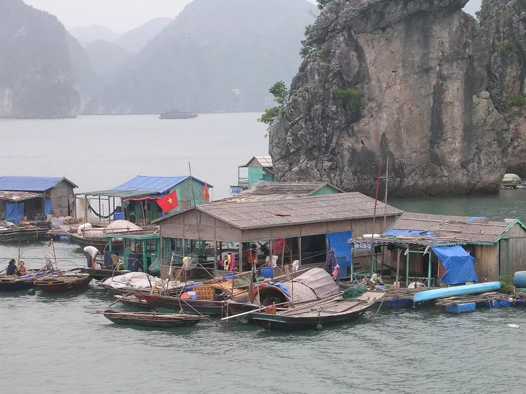Des villes sur la baie de Ha Long, au Vietnam - Photo libre de droits