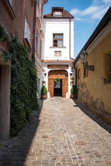 Terasa U Zlaté studně, Prague - La ruelle qui mène vers l'entrée de l'hôtel