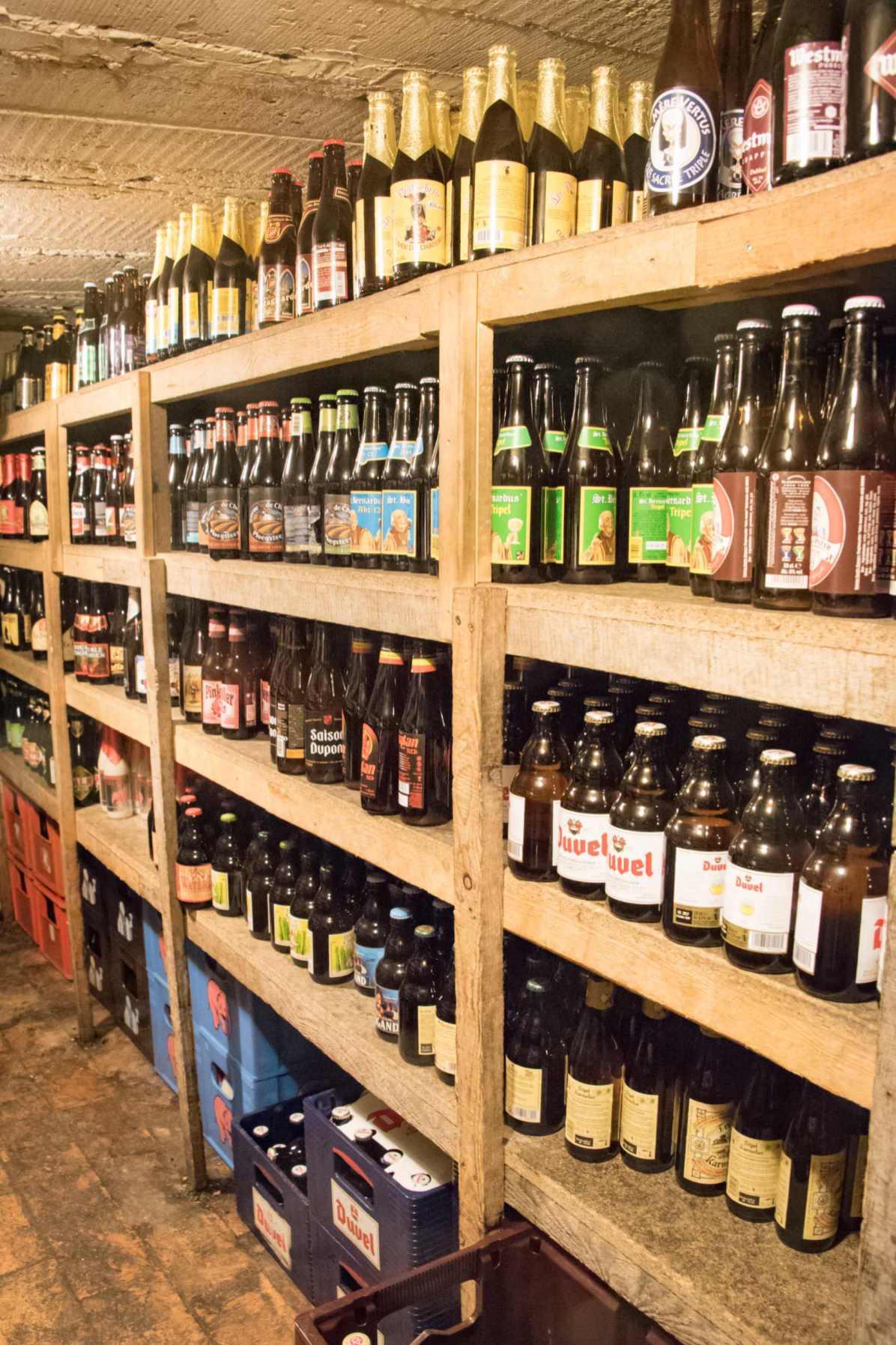 Delirium Café, bar à bière à Bruxelles: Une infime partie de la cave à bière du Delirium Café