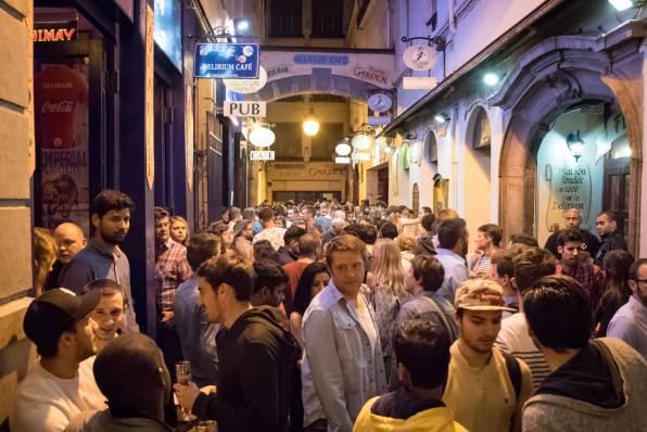 Delirium Café, a beer bar in Brussles : Impasse de la Fidélité, at night