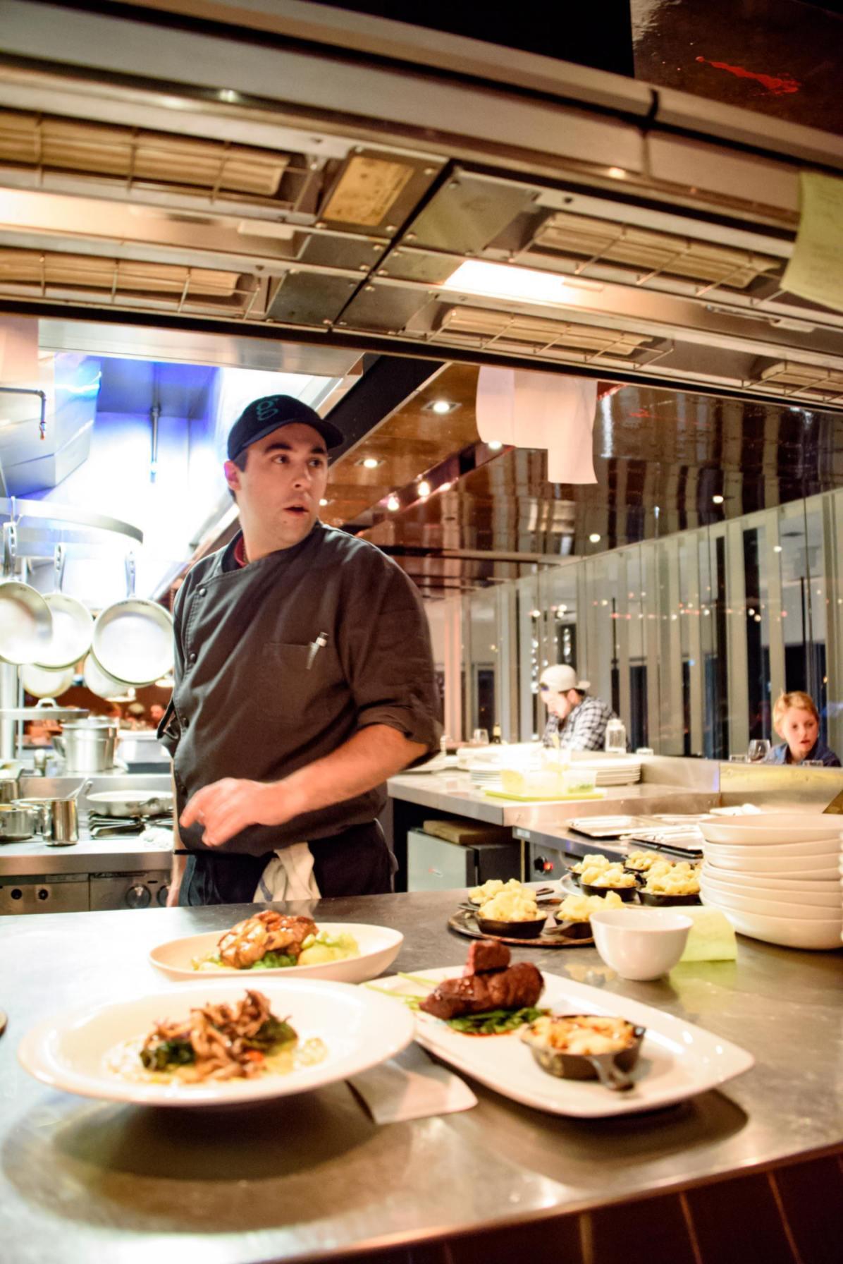 Voyager au Québec: Chef Sylvain Dervieux dans sa cuisine