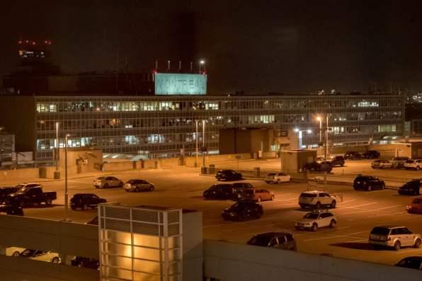 Roadtrip dans le Bas-St-Laurent: L'Aéroport Montréal-Trudeau (Le logo a besoin de rénos...)