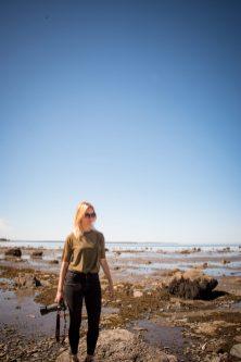 Roadtrip dans le Bas-St-Laurent: Une compagne de voyage, pro d'Instagram, photographiée dans le parc national du Bic -> @jeannemap