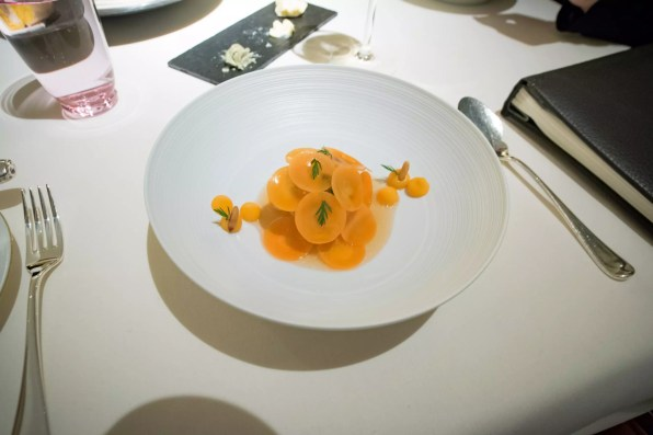 Dallmayr, restaurant à Munich: Coquille Saint-Jacques et carottes
