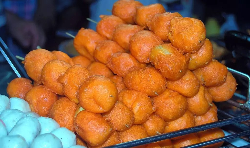 Filipino street food: Kwek Kwek