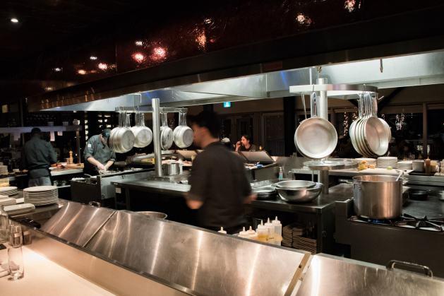 Les Labours, Baie-Saint-Paul: La cuisine ouverte