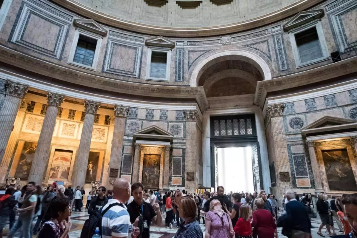Historical Rome: Pantheon - Photo © Cedric Lizotte