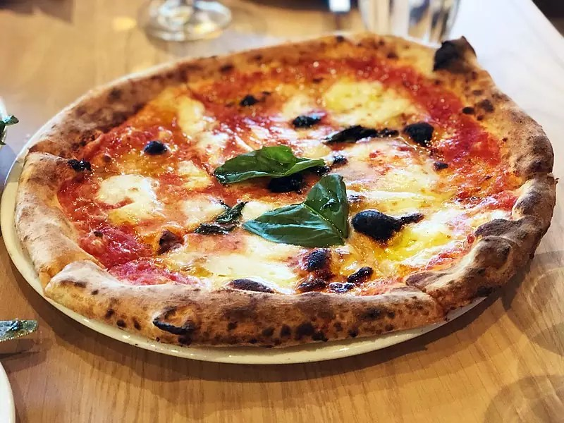 Delicious Destinations Rome - Margherita pizza - Photo by Missvain under CC-BY-4.0