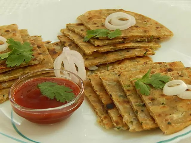 best Indian dishes - Onion Parotha - photo by Zeel Patel under CC-BY-SA-4.0