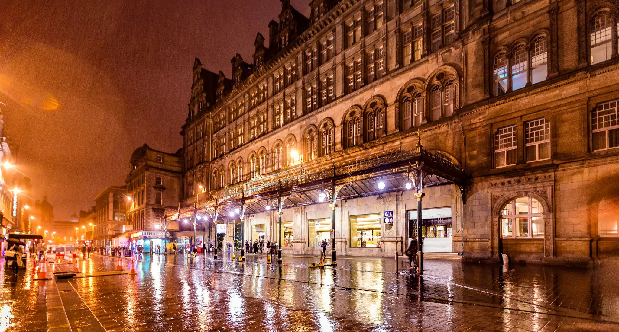 Rainy Glasgow Central Station - photo by Tony Webster under CC BY-SA 2.0