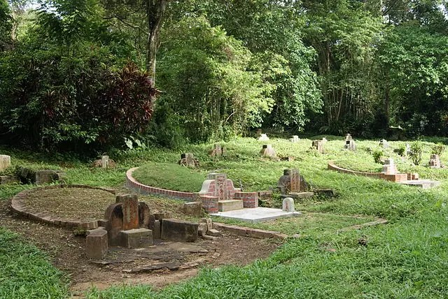 free things to do in Singapore - Bukit Brown Cemetery - photo by Jacklee under CC-BY-SA-3.0