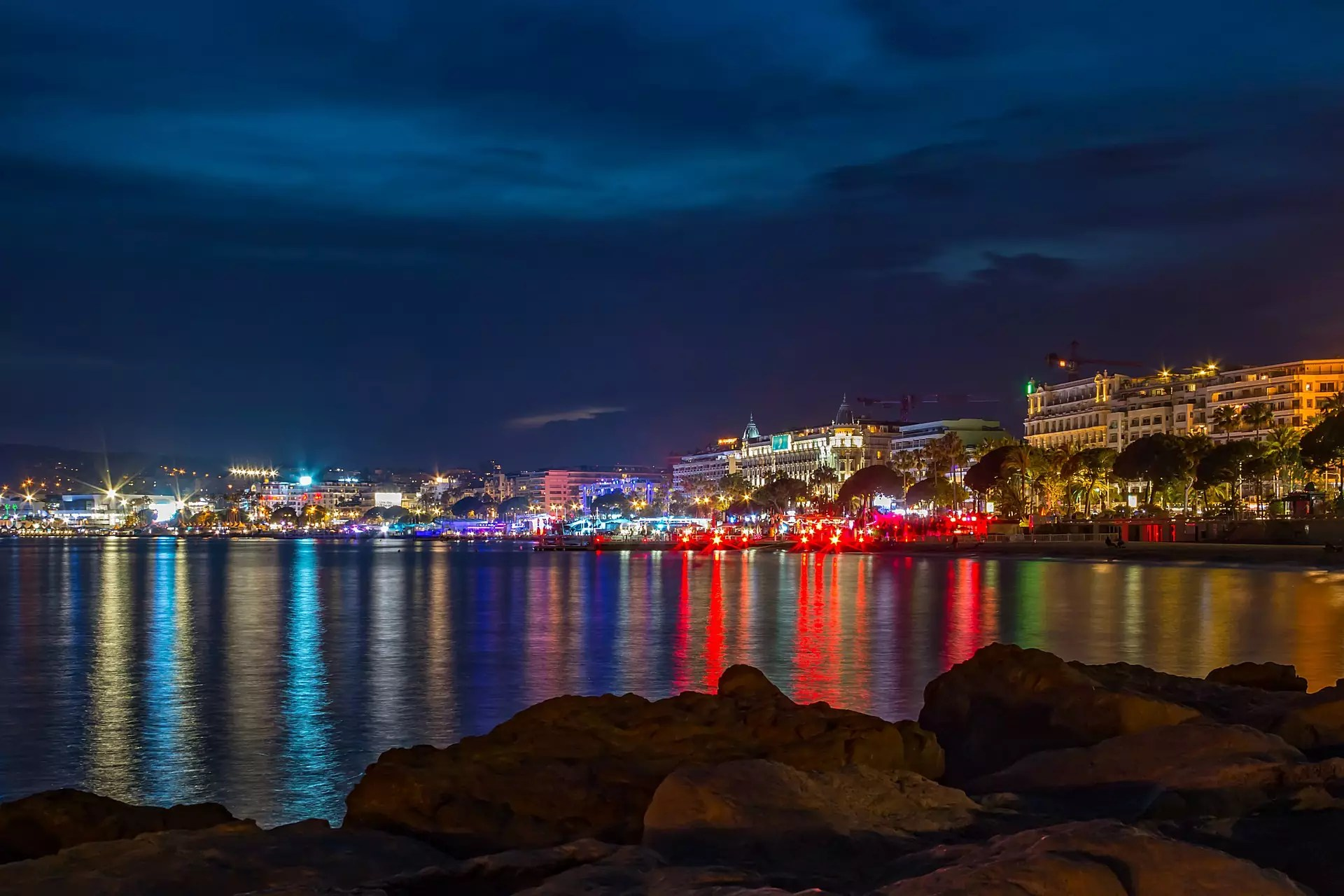 Cannes shoreline at night - photo by Sandra Wagner from Pixabay under Pixabay License