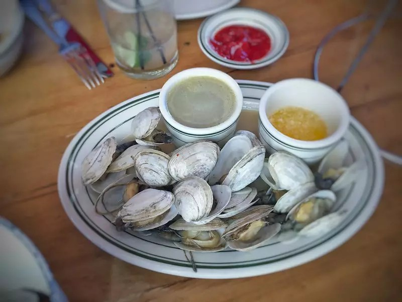 Clams with Drawn Butter and Clam Broth - photo by T.Tseng under CC BY 2.0