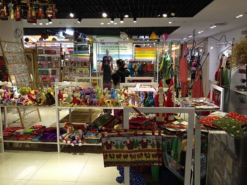 Inside Hàng Da Market - photo by Phan Minh Tuấn under CC-BY-SA-4.0