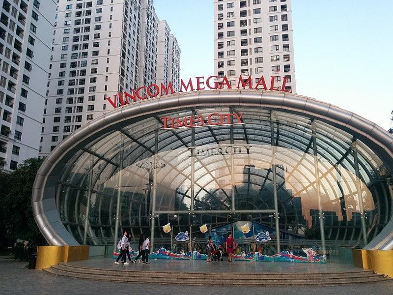 The street level entrance to Vincom Mega Mall Times City - photo by Amenoc under CC-Zero