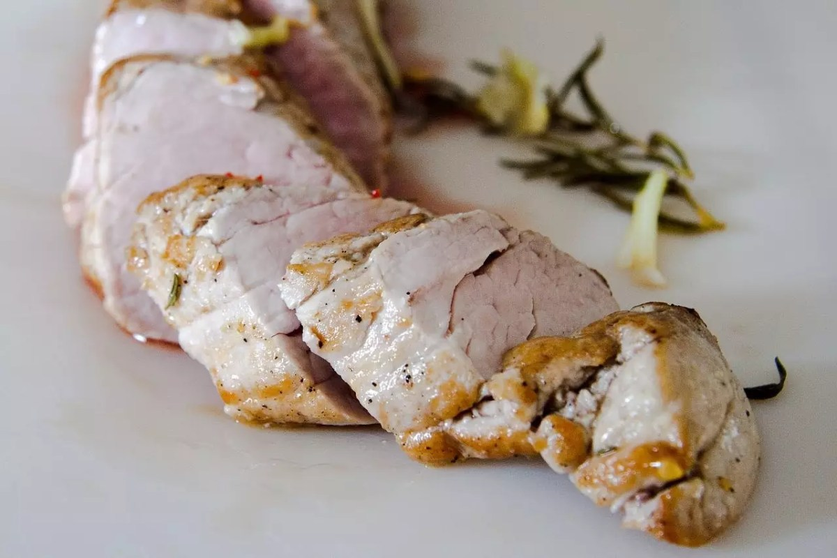 Pan-seared Pork Loin - photo by Lebensmittelfotos under Pixabay License