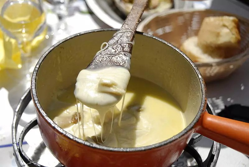 Anthony Bourdain French Alps - Fondue Savoyarde - photo by Camille Gévaudan under GFDL and CC-BY-SA-3.0,2.5,2.0,1.0