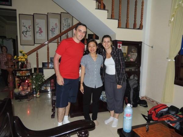 Nossa super host, que nos alugou um quarto em Hoi An, Vietnã.