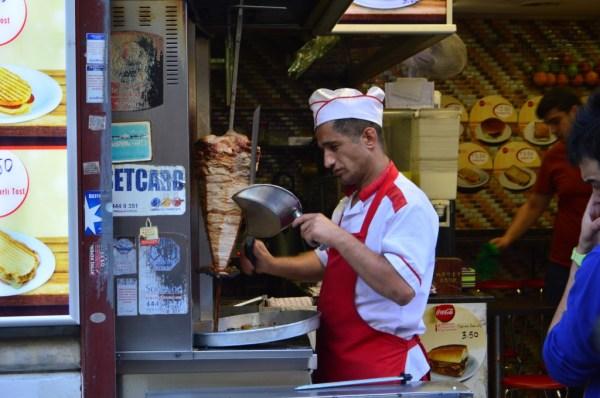 Uma das coisas mais compradas na cidade: donen kebab.