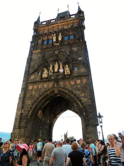 A torre do outro lado da Ponte Carlos - Praga