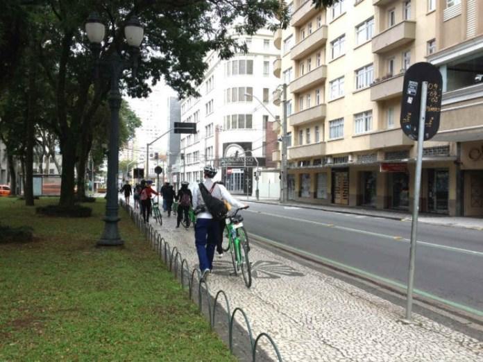 Passeio de bike por Curitiba