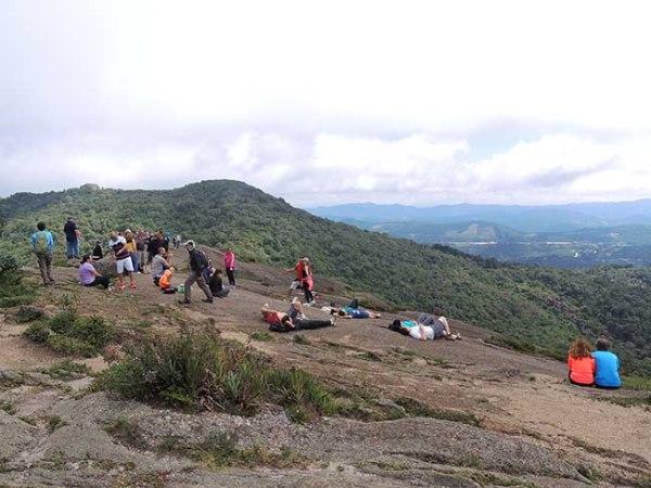 Turistas na Pedra Redonda