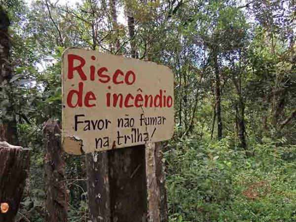 sinalização trilha Pedra Redonda
