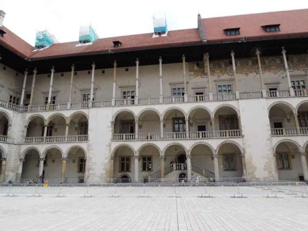 Pátio interno do antido Palácio Real de Cracóvia