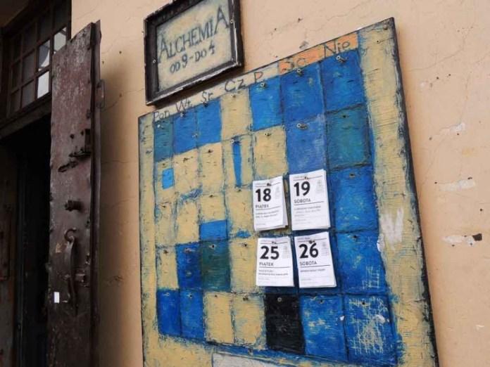 Bar Alchemia no bairro judeu em Cracóvia