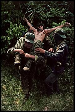 james-nachtwey-nicaragua-1984-contra-mortally-wounded-in-jungle-warfare