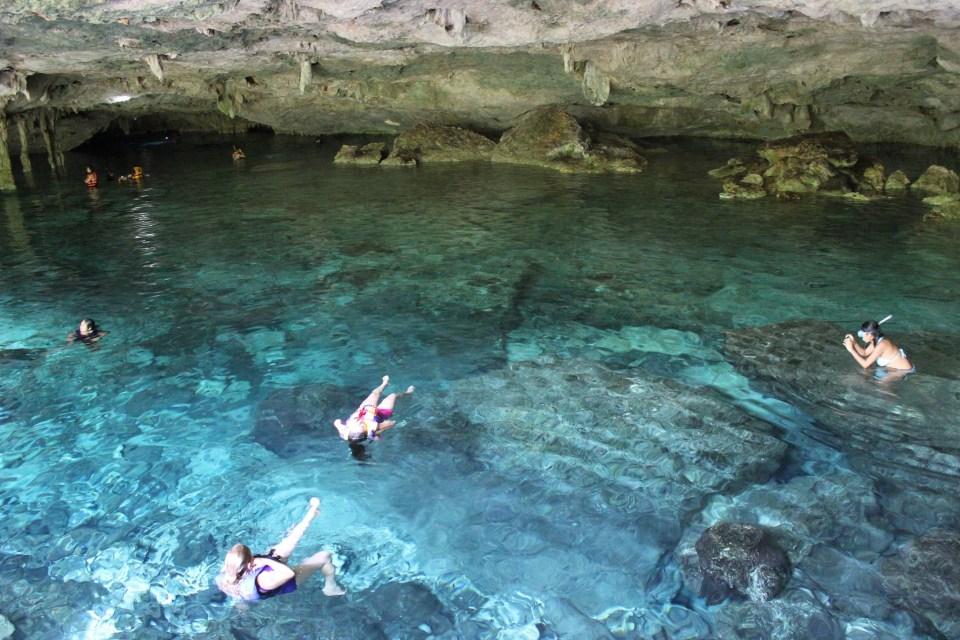Cenote Dos Ojos by Oswaldo Rubio (CC)
