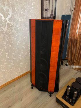 Sonus Faber Stradivari 35th Anniversary Edition highend audio speakers 1