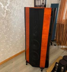 Sonus Faber Stradivari 35th Anniversary Edition highend audio speakers 1