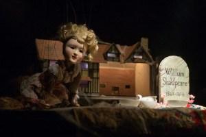 Les Antliaclastes - Here Lies Shakespeare © JP Estournet