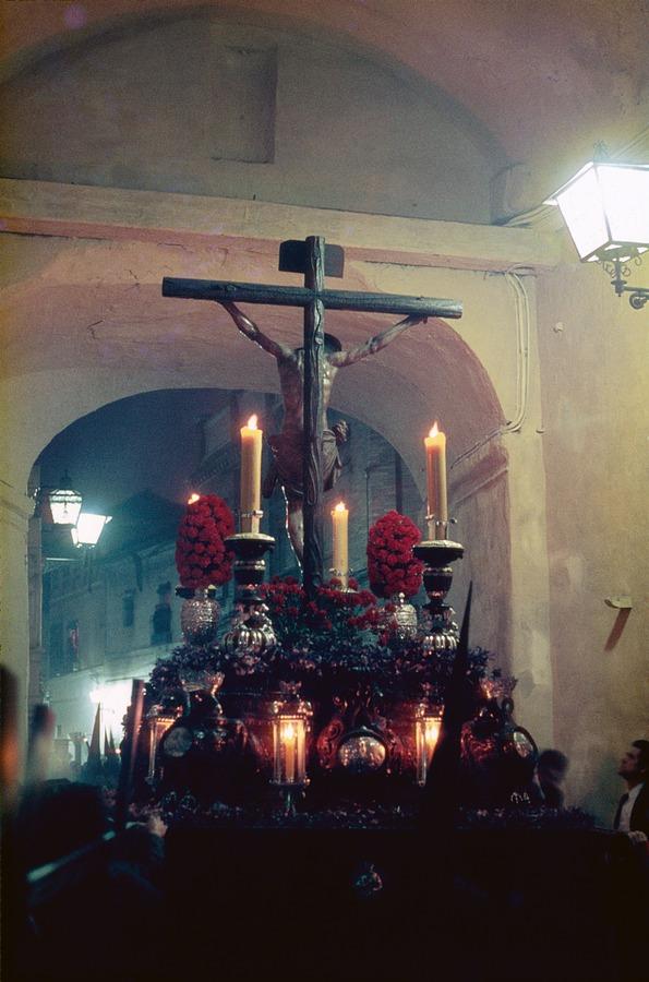paso de la semana santa de sevilla en los años 80