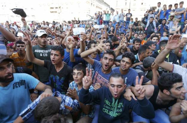 """Résultat de recherche d'images pour """"photos des foules de migrants"""""""