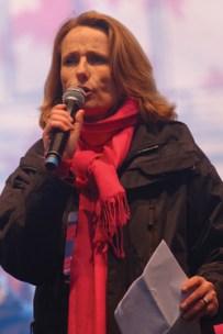 Béatrice Bourges haranguant la foule lors d'une « Manif pour tous » en 2013.