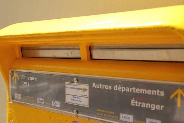 Boite aux Lettres La Poste (Crédits Pedro Vezini, licence Creative Commons)