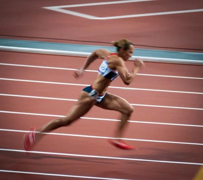 Course 200m performance (Crédits Richard Herbert, licence Creative Commons)