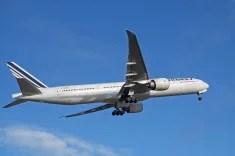 Boeing 777-300 ER au décollage (Crédits revedavion.com, licence Creative Commons)