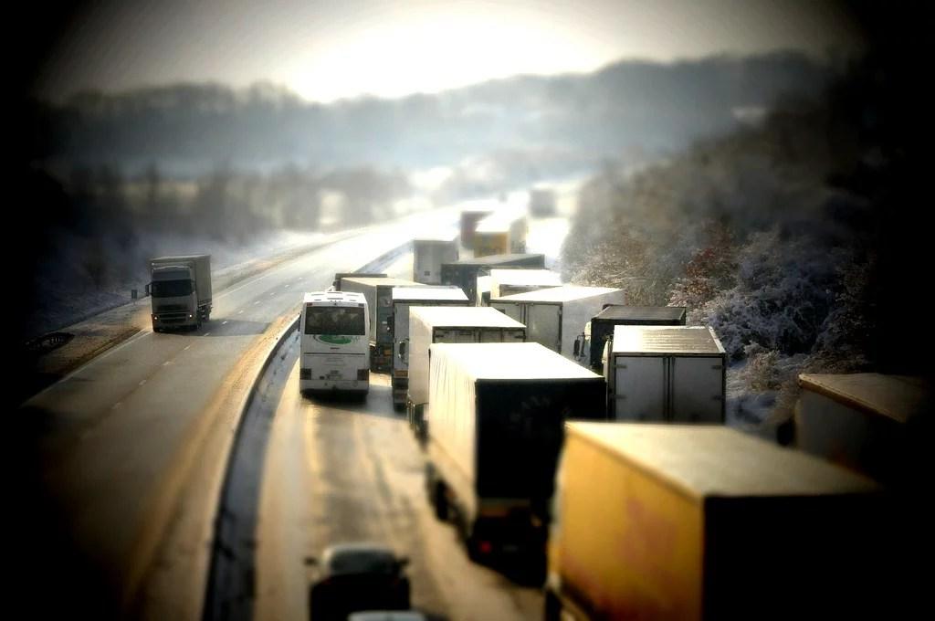 Camions sur l'autoroute (Crédits Liquid Oh, licence Creative Commons)