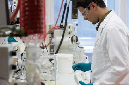 Recherche scientifique (Crédits : Novartis AG, licence Creative Commons)