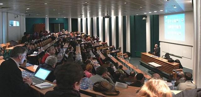 Amphithéatre à l'université de Nantes (Crédits Manuel, licence Creative Commons)