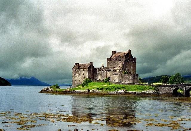 Ecosse, Eilean Donan Castle CC flickr JP Ossorlo