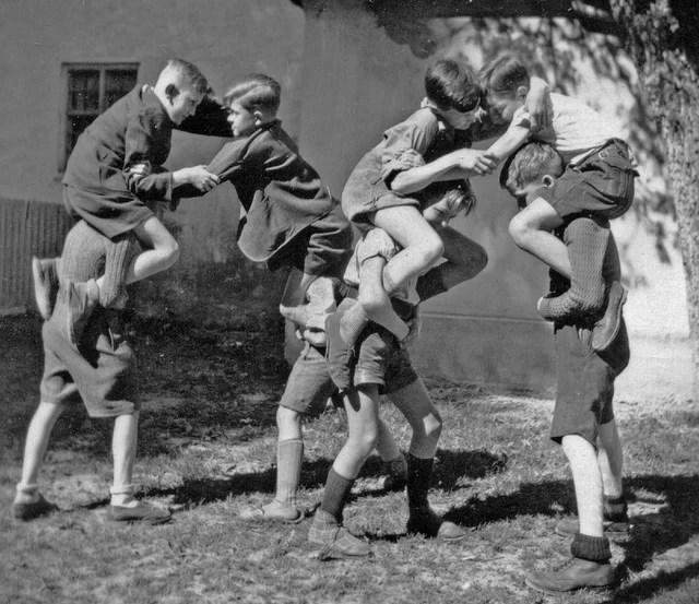 Bagarre d'enfants (Crédits : their history, licence CC-BY-NC-SA 2.0), via Flickr.
