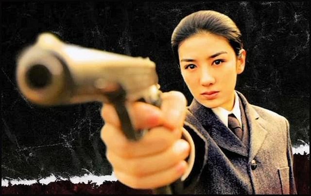 femme avec un pistolet credits topart (licence creative commons)
